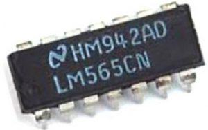 LM565 Phase Locked Loop IC